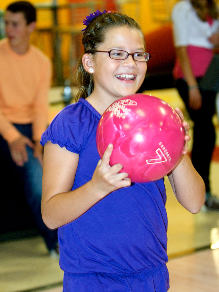 Boondocks - Young Girl Ready To Bowl